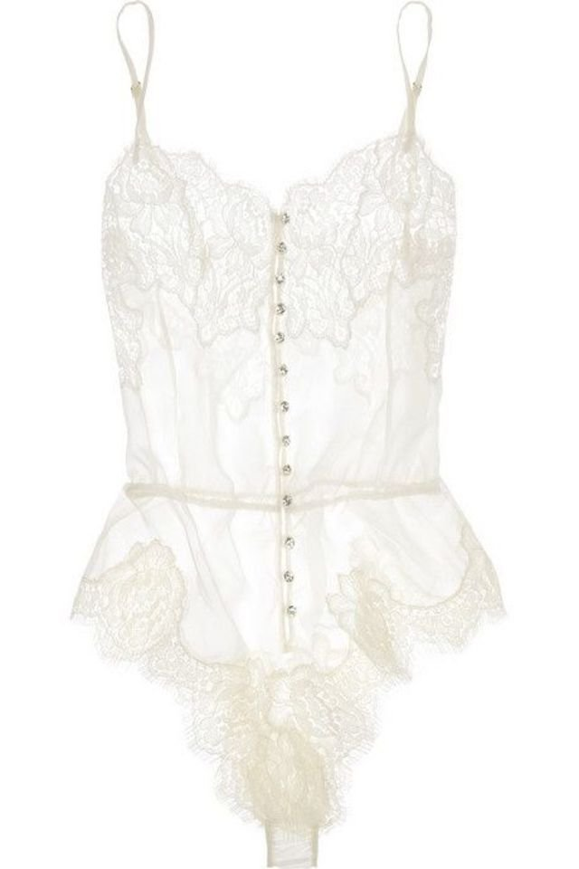 10 sexy bridal lingerie pieces for an unforgettable for Corset bras for wedding dresses