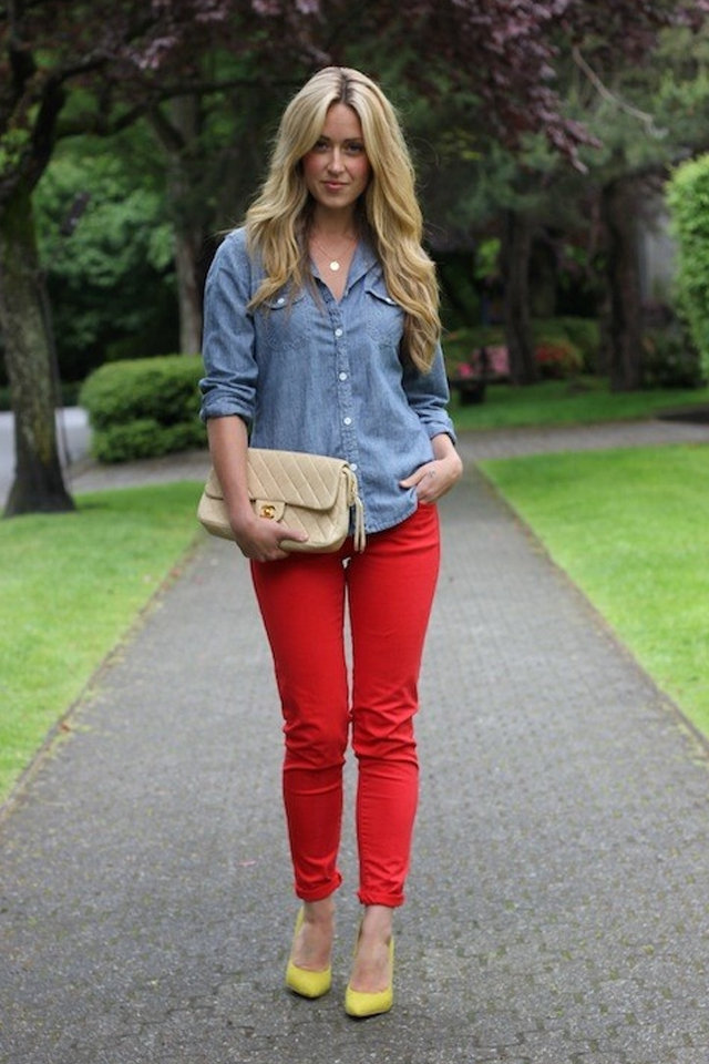 This post on what to wear with red pants is definitely incomplete without mentioning about the classic black and red combination. This is one combination which will definitely spoil you for choices – from formal wear to casual wear to a date night, this black and red pants combination is a sure shot winner.