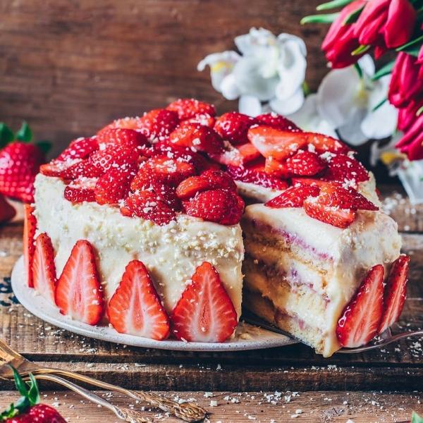 مكونات تورتة الفراولة , تحضير تورتة الفراولة فى المنزل 2021 How-to-make-a-cake-i