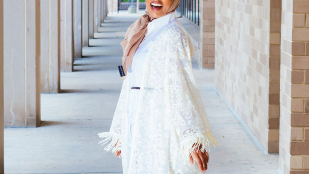 9264b249002b0 موضة Header image article main fustany ideas to wear long lace cardigans  hijab fashion