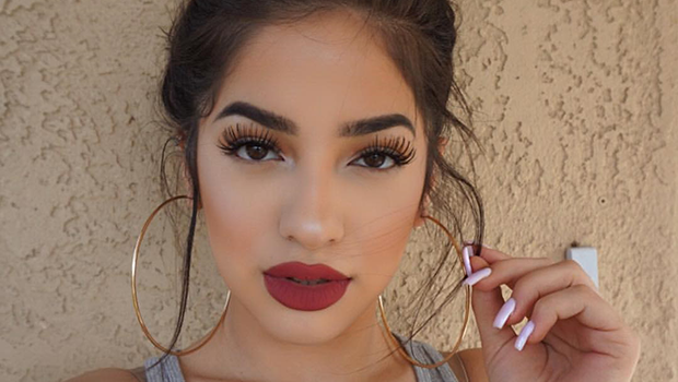 965c86695 جمال وصحة Header image article main fustany makeup how to apply lipstick  perfectly ar