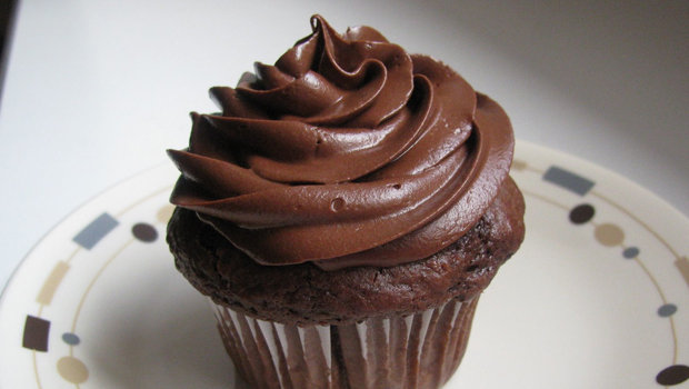 كريمة الشيكولاتة لتزيين الحلوى