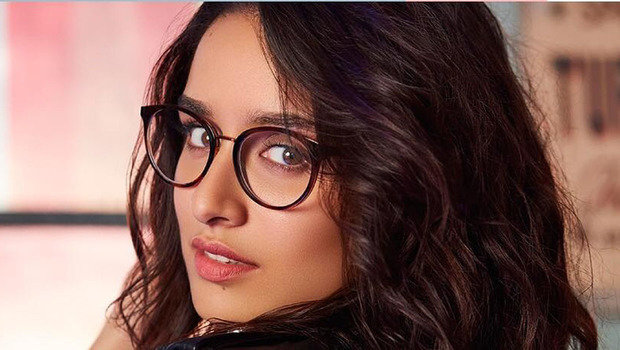 ae2617047 تعرفي على موضة 2018 في أشكال إطارات النظارات