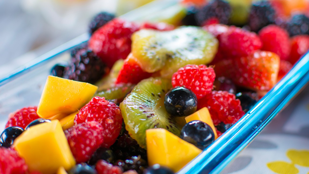 طريقة عمل سلطة الفواكه بالعصير الطازج