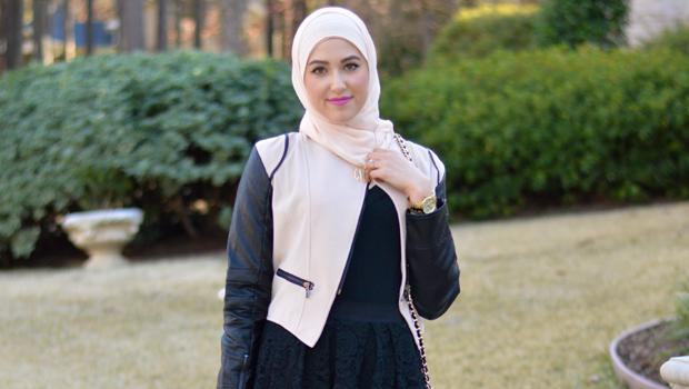 31d4c3dca8515 طرق جذابة لارتداء الفساتين مع الحجاب بأناقة في الشتاء