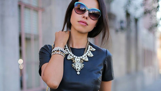 Header_image_how-to-wear-accessories-with-black-dress-_main-mage-fustany1
