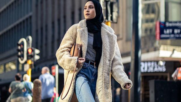 31516429d4255 ١٤ صورة من أشهر مدوني الموضة المحجبات تعلمك طرق تنسيق البالطو الطويل