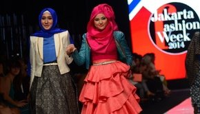 Staff_picks_image_jfw-2014-dian-pelangi-hijab-wear-main-image