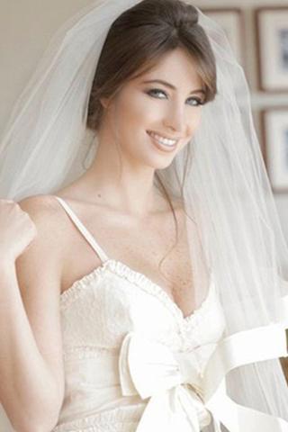 إطلالات النجمات العربيات في فساتين الزفاف