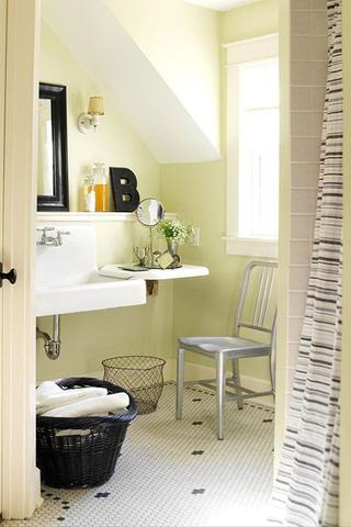 وجود حمام صغير في البيت من أكثر الأمور التي قد