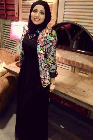 للمحجبات: ترتدين الملابس المنقوشة الحجاب؟