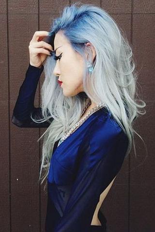 اخرجي عن الإطار المألوف بألوان شعر غير تقليدية