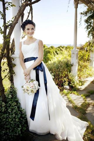متى يجب ارتداء الحزام مع فستان الزفاف؟