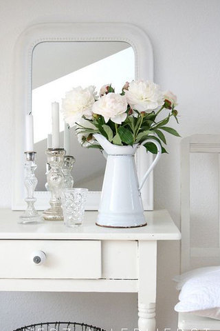 الضروري دوما استخدام الزهور الطبيعية في تزيين المنزل، فعلى الرغم
