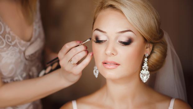 Beauty Header Image Article Main Makeup Tips Brides Wearing Contact Lenses