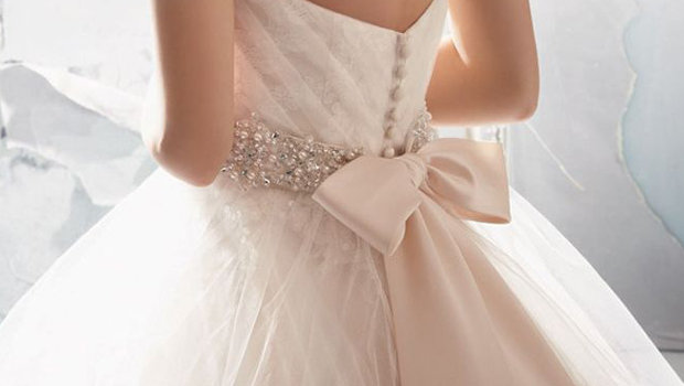 17 Wedding Dresses With Bows We Re Loving