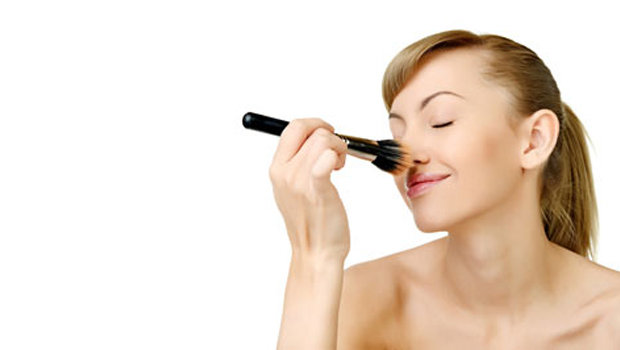 Makeup Tricks To Make Your Nose Look Smaller