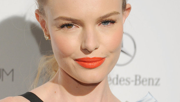 Header_image_article_main_image-_fustany_-_makeup-trend-alert-orange-lipstick