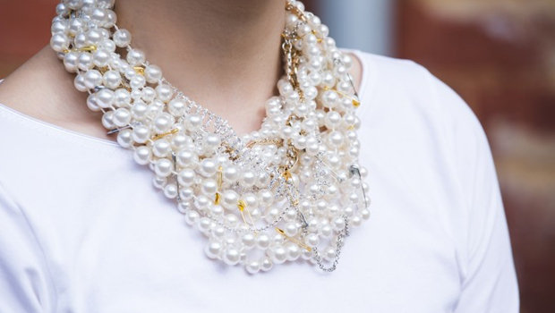 Header_image_diy-tom-binns-pearl-necklace-with-safety-pinns-fustany-lifestyle-diy-main-image