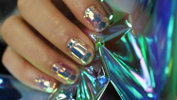 Shattered glass nail art a new manicure trend thats taking over prinsesfo Choice Image