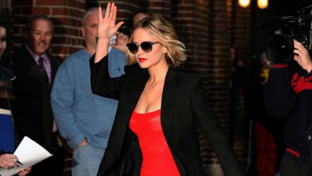 Jennifer Lawrence 39 S Street Style Guide For The Cool Yet