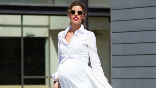 15 Trendy Outfit Ideas To Wear White Dresses During Pregnancy