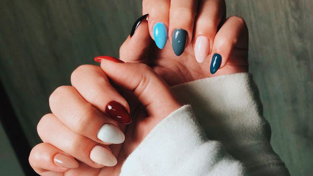 You Will Want to Try This Season\'s Multi-Color Nail Polish Trend