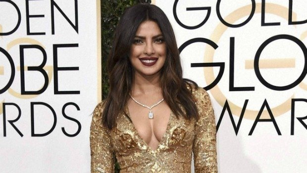 Breast Contouring: A Makeup Trick to Make Your Breasts Look Bigger