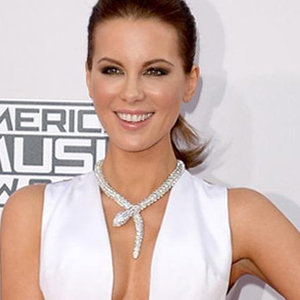 News_thumb_article_main-12_dresses_you_must_see_from_the_american_music_awards_2014