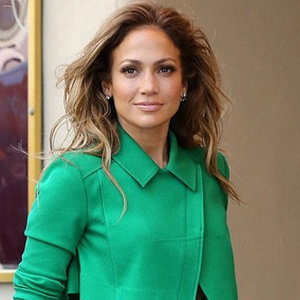 News_thumb_article_main-jennifer_lopez_in_a_green_roland_mouret_pantsuit