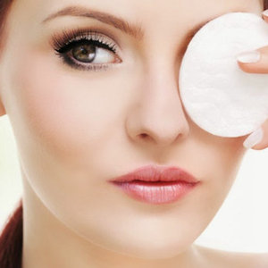 News_thumb_article_main_image-_fustany_-_beauty_-_makeup_-_how-to-properly-remove-eye-makeup