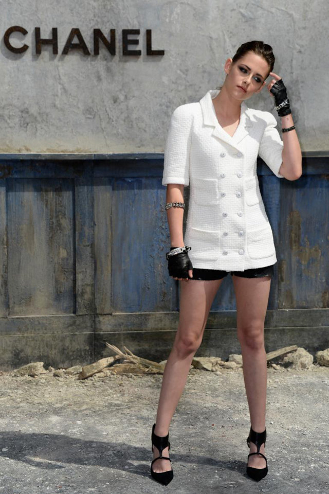 kristen stewart in chanel white jacket. Black Bedroom Furniture Sets. Home Design Ideas