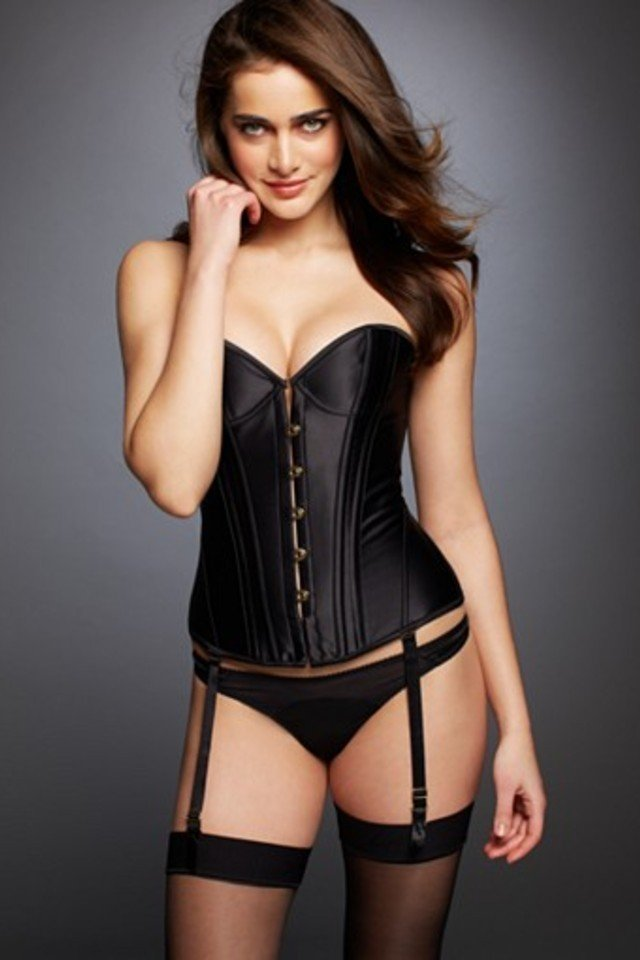15 Sexy Lingerie Pieces to Have the Ultimate Christmas ...