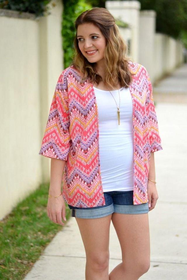 How to Wear Kimonos During Pregnancy