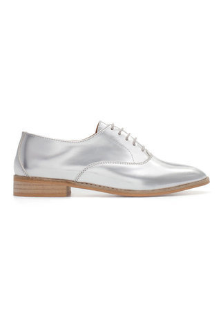 Item of the day, Silver shoes, Blucher shoes trend, Zara Fashion, Zara shoes, How to make your outfit stand out, How to add some swag to her outfit, how to wear silver shoes, update your wardrobe